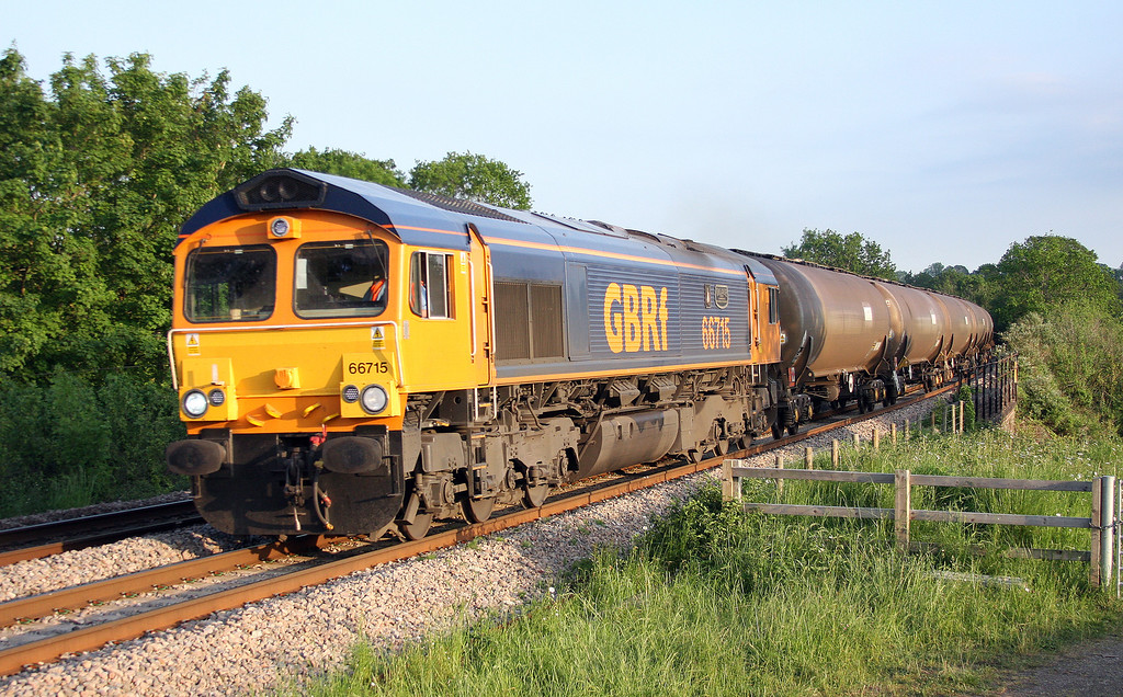66715, 17-17 Cardiff Dock-Peterborough, Bullo Pill, near Newnham, Gloucestershire, 29-5-12.