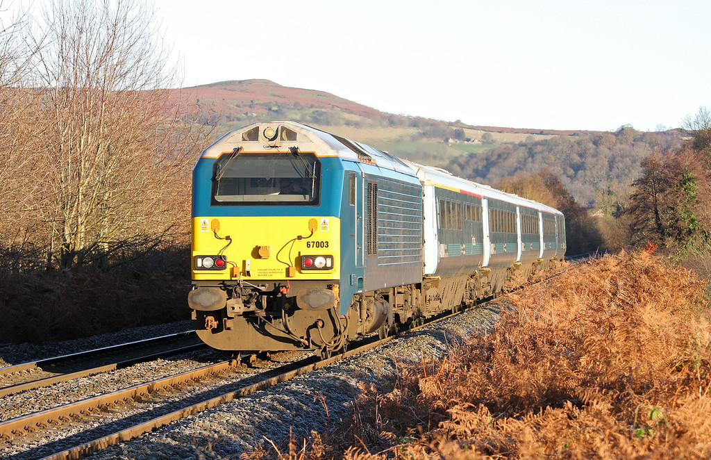 67003, 05.33 Holyhead-Cardiff Central, Great Llyn Gwyn Farm, Abergavenny, 29-11-12.