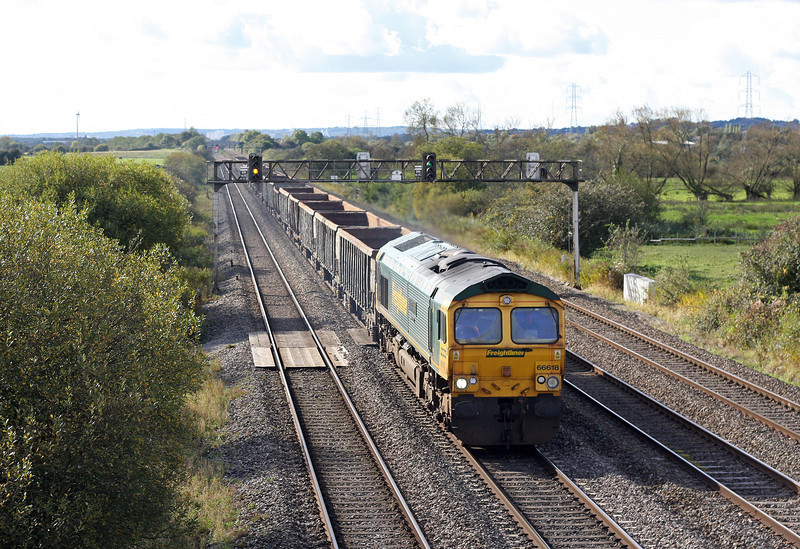 66618, 13.09 Cardiff Tidal-Dagenham, Coedkernow, near Newport, 13-10-12.