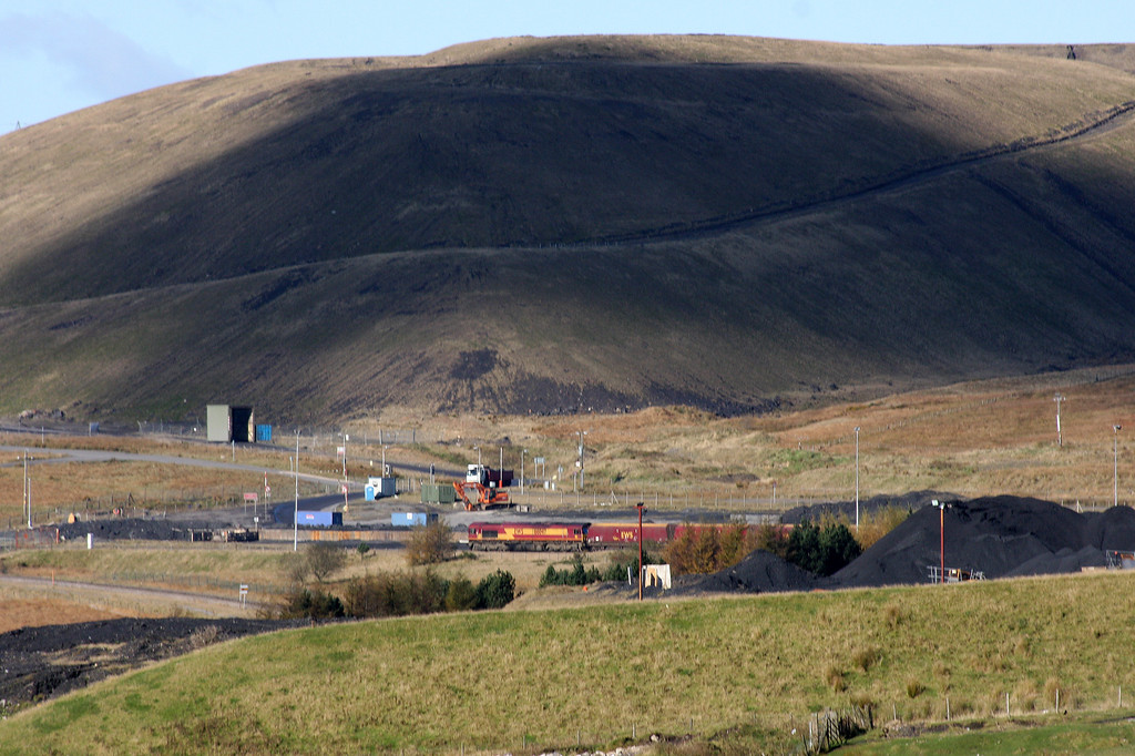 66047, 09.10 Aberthaw-Cwmbargoed, arrives at Cwmbargoed Opencast Mine, near Merthyr Tydfil, 27-10-12.