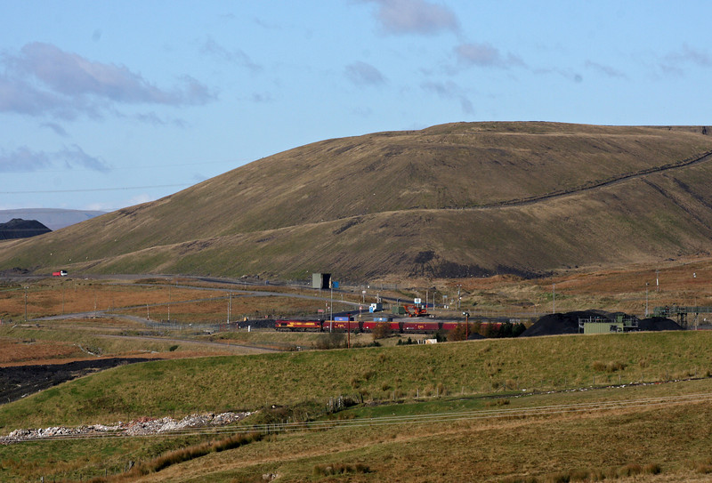 66047, 09.10 Aberthaw-Cwmbargoed, arrives at Cwmbargoed Opencast Mine, near Merthyr Tydfil, 27-10-12.