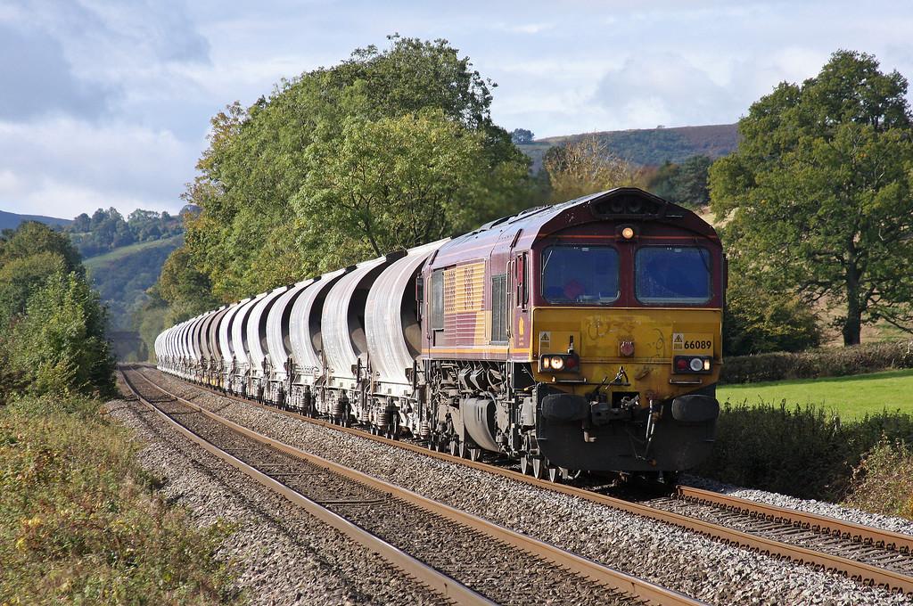 66089, 04.00 Exeter Riverside Yard-Bescot Yard, Pandy, Llancillo, near Abergavenny, 13-10-12.
