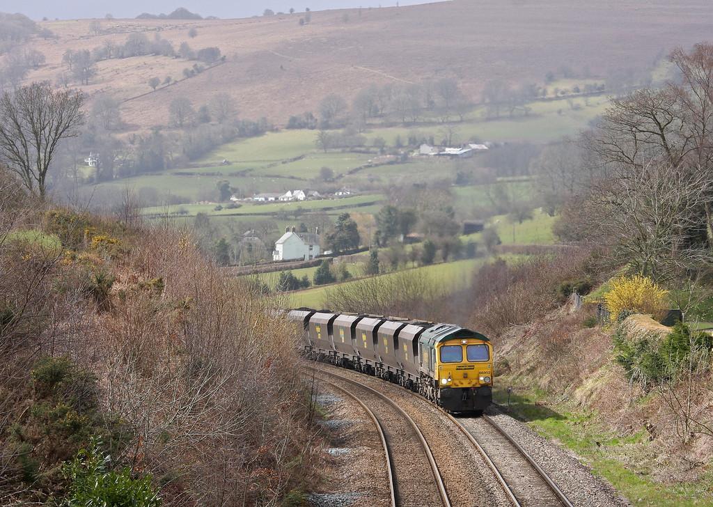 66952, 08.25 Portbury-Rugeley Power Station, Llanvihangel Crucorney, near Abergavenny, 15-4-13.