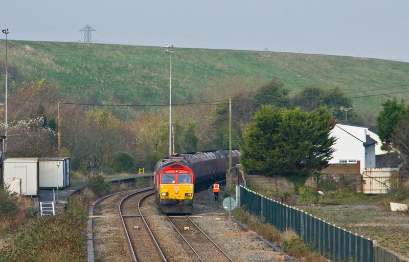 66118, 08.50 Margam-Cwmbargoed Opencast Colliery, Aberthaw, 18-11-14, crew-change stop.