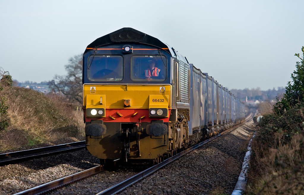 66432, 08.23 Daventry DRS-Cardiff Wentloog, Woolaston, near Lydney, 14-1-14.