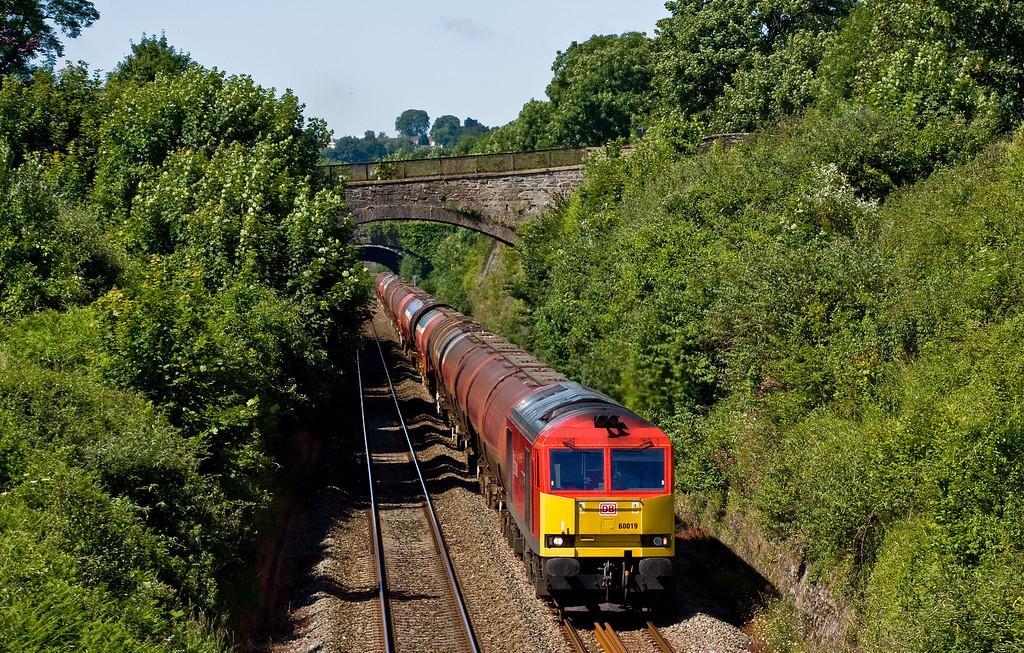 60019, 03.00 Robeston Sidings-Westerleigh Murco, Sedbury Lane, Chepstow, 19-6-14.