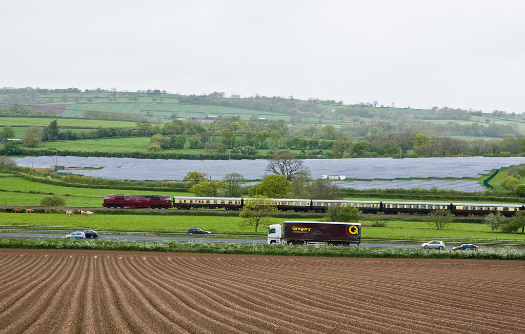 D1015, 07.05 Solihull-Plymouth, Pugham Crossing, near Burlescombe, 10-5-14.