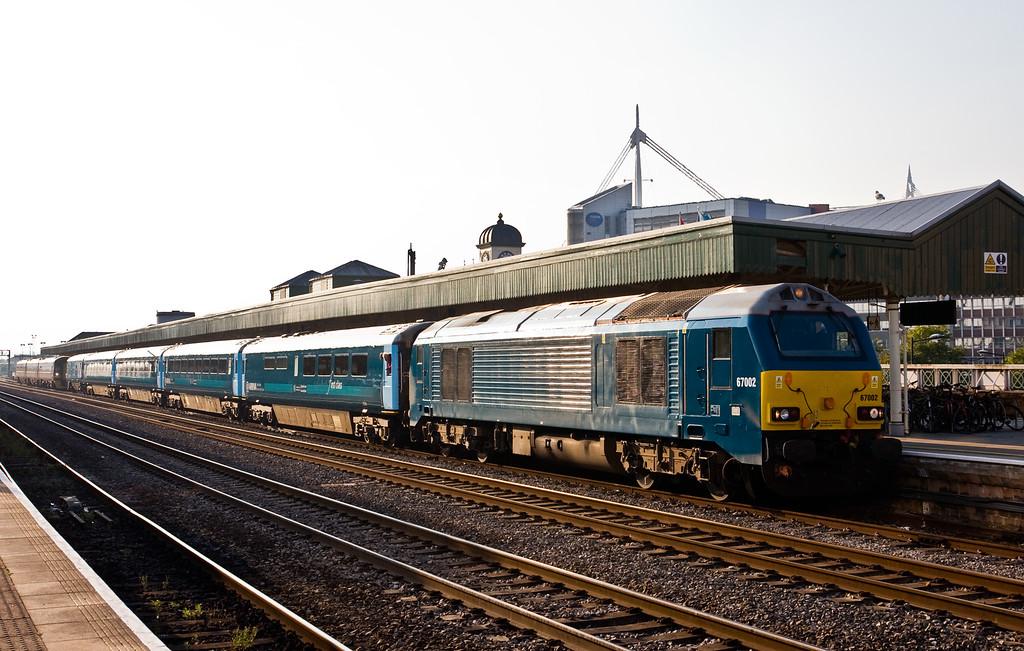 67002, 17.16 Cardiff Central-Holyhead, Cardiff Central, 22-9-14.