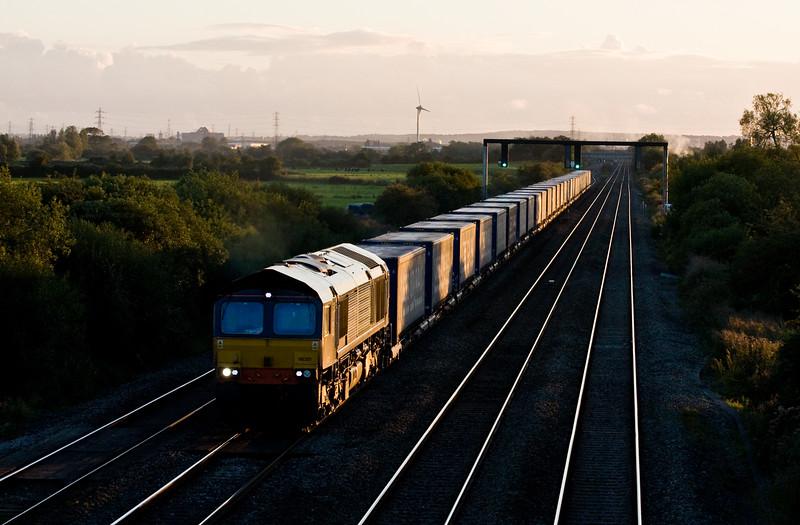 66301, 18.58 Cardiff Wenloog-Daventry, Coedkernow, near Newport, 22-9-15.