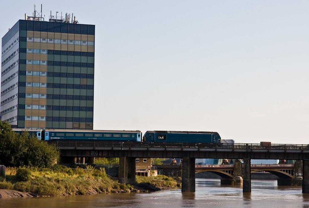67001, propelling 17.16 Cardiff Central-Hoyhead, Usk Bridge, Newport, 10-9-15.