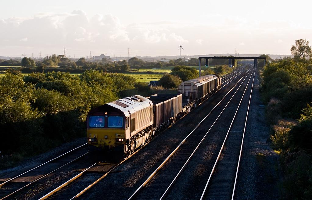 66024, 17.45 Margam-Newport Alexandra Dock Junction Yard, Coedkernow, near Newport, 22-9-15.