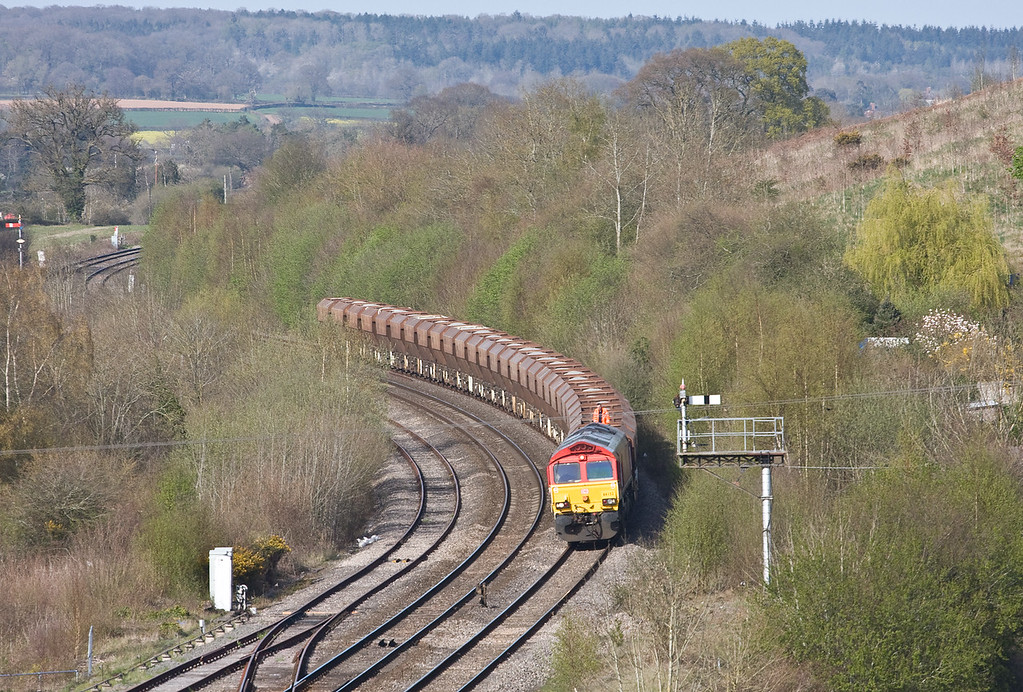 66152, 14.36 Moreton-on-Lugg Acton, Pontrilas, near Abergavenny, 20-4-16 (late). Stopped following report of flying stone cracking windscreen of 66113 (above). Departed after near three-hour delay at 19.37.