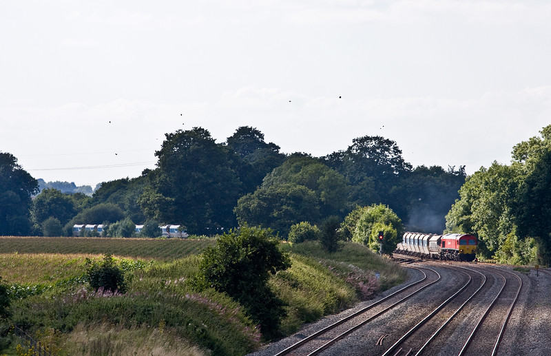 59204, 13.30 Whatley Quarry-Dagenham Dock, arriving Woodborough Loops, near Pewsey, 30-8-16.