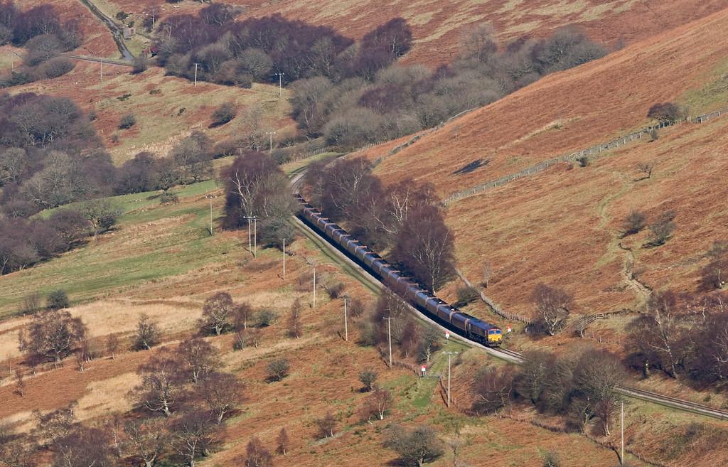 66092, 10.39 Cwmbargoed Opencast Colliery-Port Talbot Grange Sidings, approaching Bedlinog, 15-2-16.