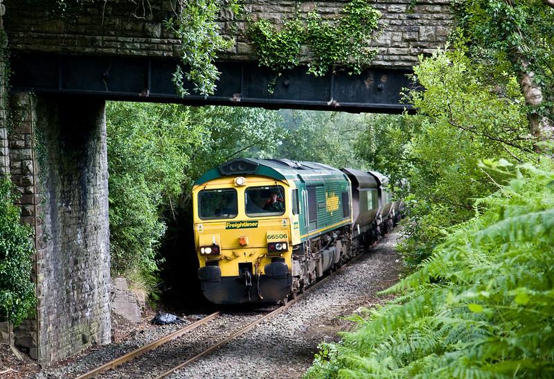 66506, 14.00 Aberthaw PowerStation-Cwmbargoed Opencast Colliery, approaching Bedlinog, 13-7-16.