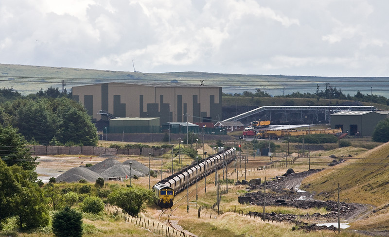 66513, completed loading and running round 10.39 Cwmbargoed Opencast Colliery-Aberthaw Power Station, Cwmbargoed, 13-7-16.