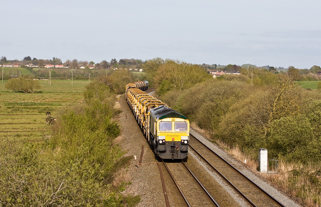 66551/66416, 17.50 Taunton Fairwater Yard-Amberley (West Sussex), Wick, near Langport, 3-5-16.