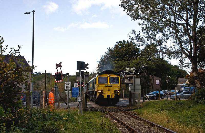 66513, 04.20 Aberthaw Power Station-Gwaun cae Gurwen Opencast Colliery, crossing A474, Gwaun cae Gurwen, 12-10-16.