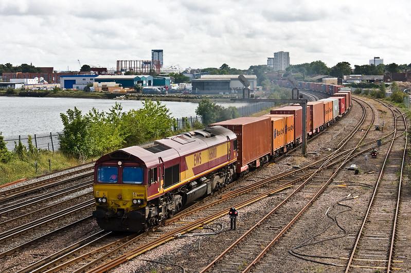 66100, 15.55 Southampton West Docks-Birch Coppice, St Denys, Southampton, 1-8-17.