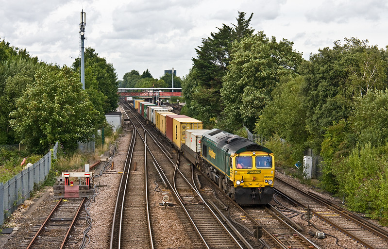 66569, 13.29 Cardiff Wentloog-Southampton MCT, St Denys, Southampton, 1-8-17.