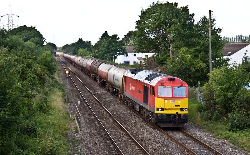 60019, 05.00 Robeston Sidings-Westerleigh Murco, Portskewett, near Caldicot, 10-8-17.