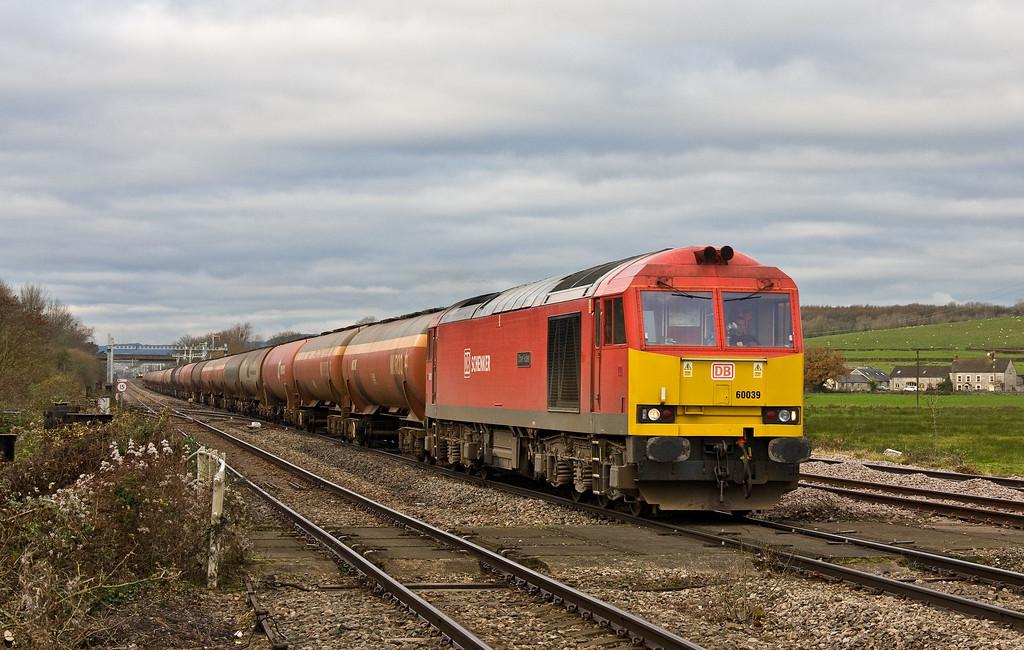 60039, 05.00 Robeston Sidings-Westerleigh Murco, Bishton, near Newport, 4-12-17. HST, 09.55 Cardiff Central-London Paddington.