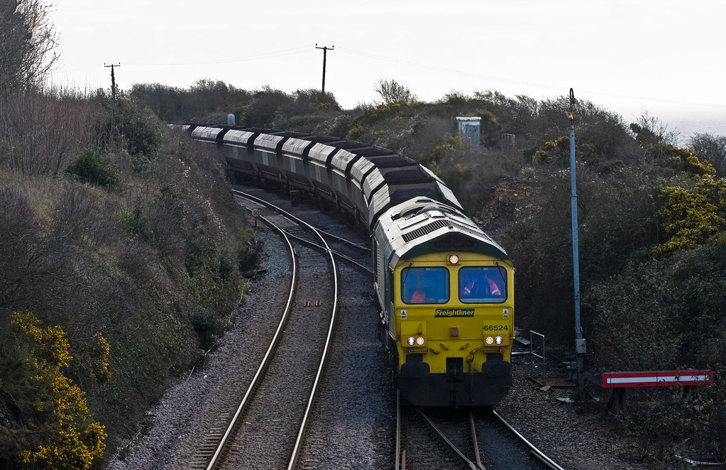 66524, 09.10 Avonmouth Bulk Handling Terminal-Aberthaw Power Station, entering Aberthaw Reception Sidings, 8-2-17.