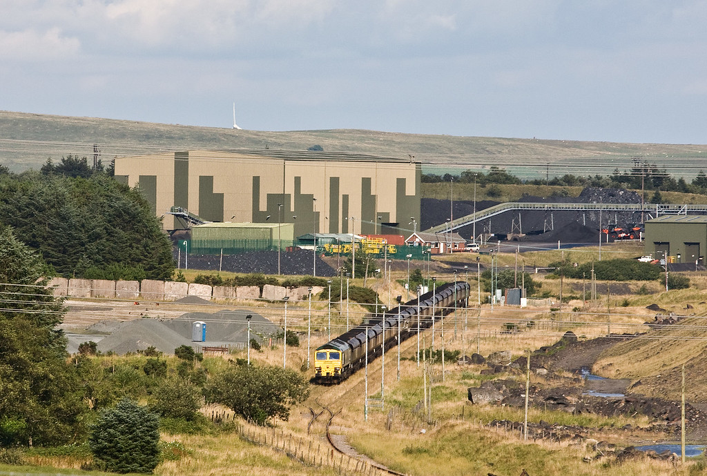66519, running round 18.45 Cwmbargoed Opencast Colliery-Port Talbot Grange Sidings, Cwmbargoed, 24-7-17.