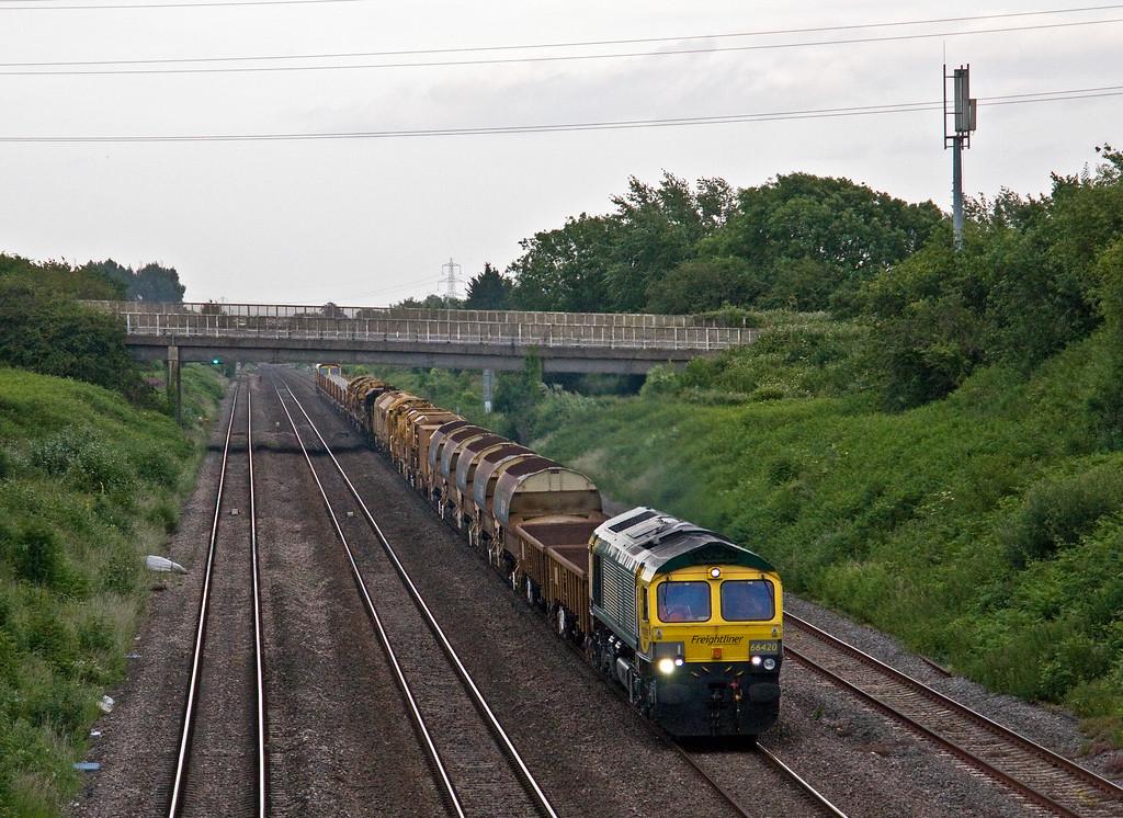 66420/66514, 17.58 Taunton Fairwater Yard-Miskin (near Cardiff), Llandevenny, near Llanwern, 15-6-17.