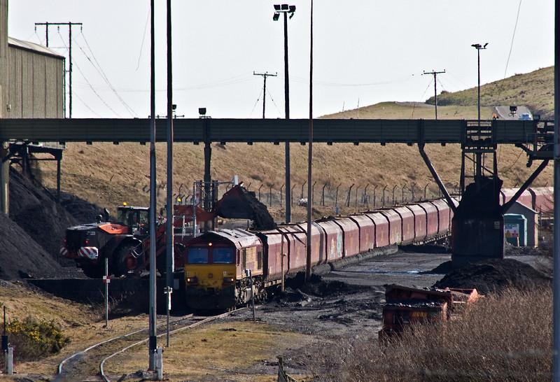 66116, loading 14.45 Cwmbargoed-Port Talbot Grange Sidings, Cwmbargoed Washery, 15-3-17.