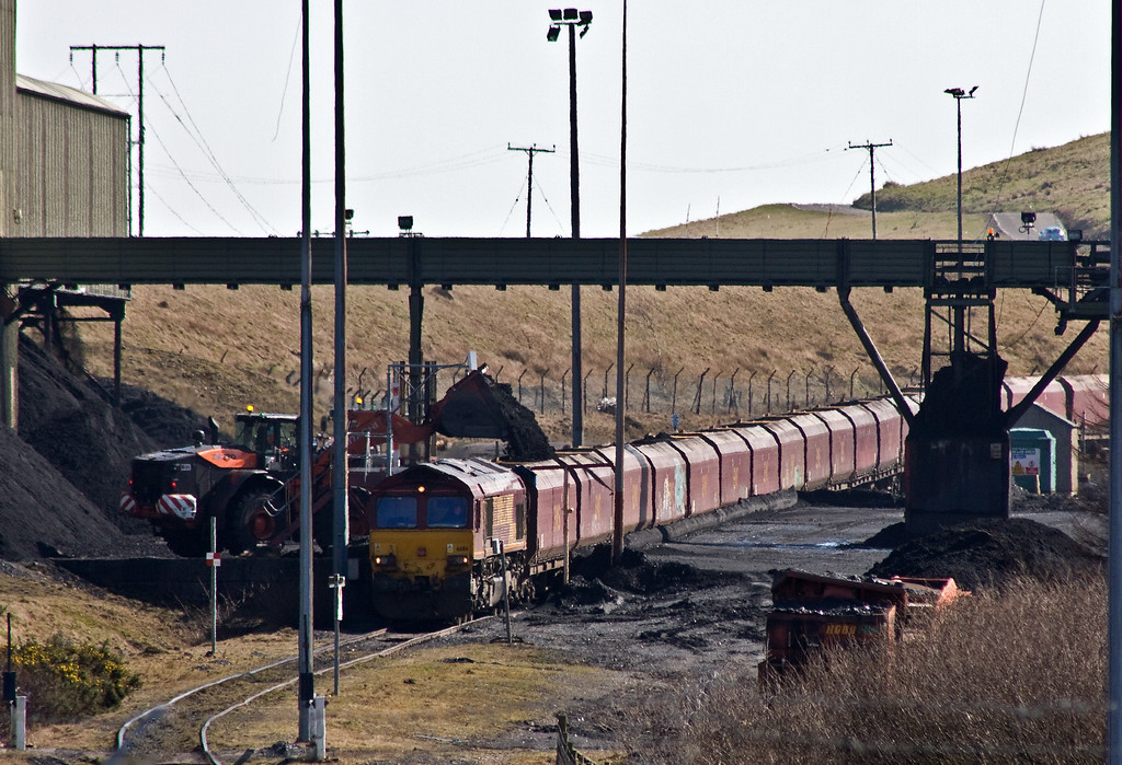 66116, loading 14.45 Cwmbargoed-Port Talbot Grange Sidings, Cwmbargoed Washery, 15-3-17.