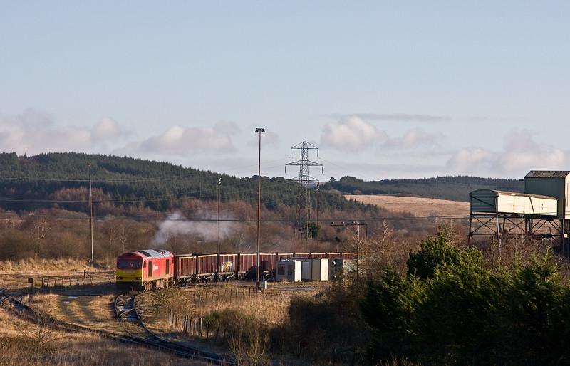 60001, unloaded 05.50 Swansea Burrows-Onllwyn Washery, Onllwyn, 29-11-17, pulling forward to reverse into holding siding