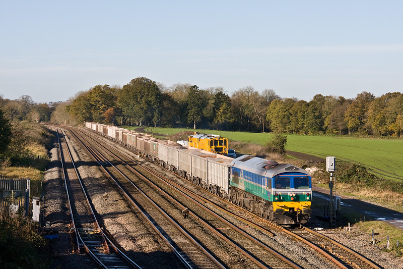 59004, 08.45 Whatley Quarry-Appleford Sidings, departs Woodborough Loops, near Pewsey, 8-11-17.