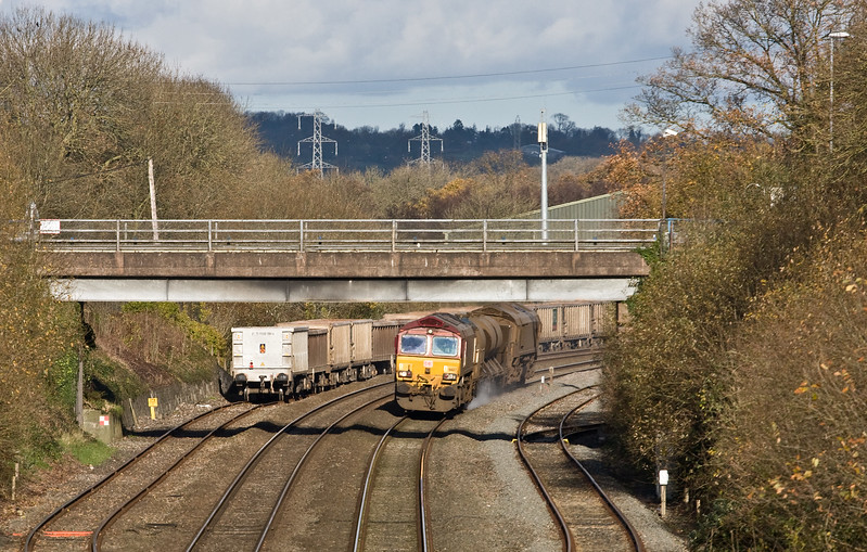 66127/66027, 08.50 Westbury-St Blazey, via Salisbury, passing Tiverton Loops, Willand, near Tiverton, 24-11-17.