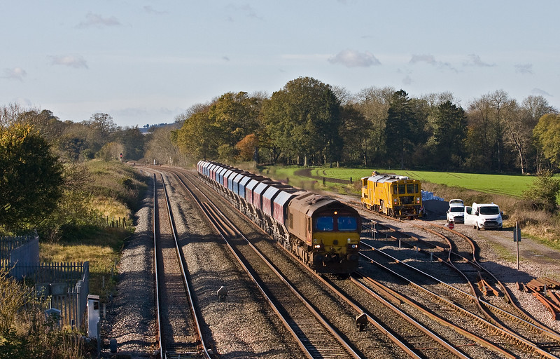 66074, 10.31 Whatley Quarry-Hayes and Harlington Tarmac Sidings, Woodborough Loops, near Pewsey, 8-11-17.