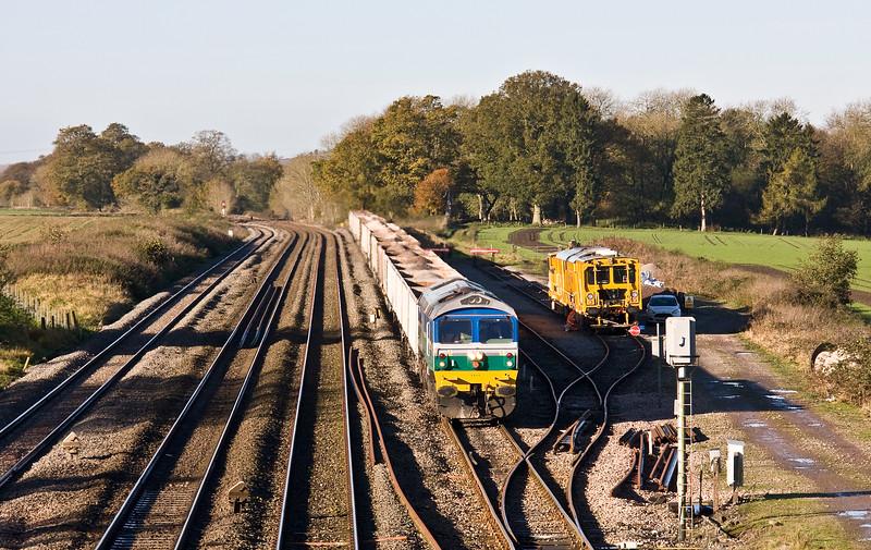 59004, 08.45 Whatley Quarry-Appleford Sidings, arrives at Woodborough Loops, near Pewsey, 8-11-17.