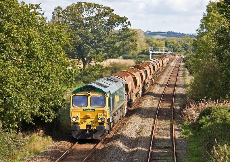66553/66846, 09.16 Westbury Yard-Crediton (for possession on Tarka Line), Uton, near Crediton, 8-10-17.