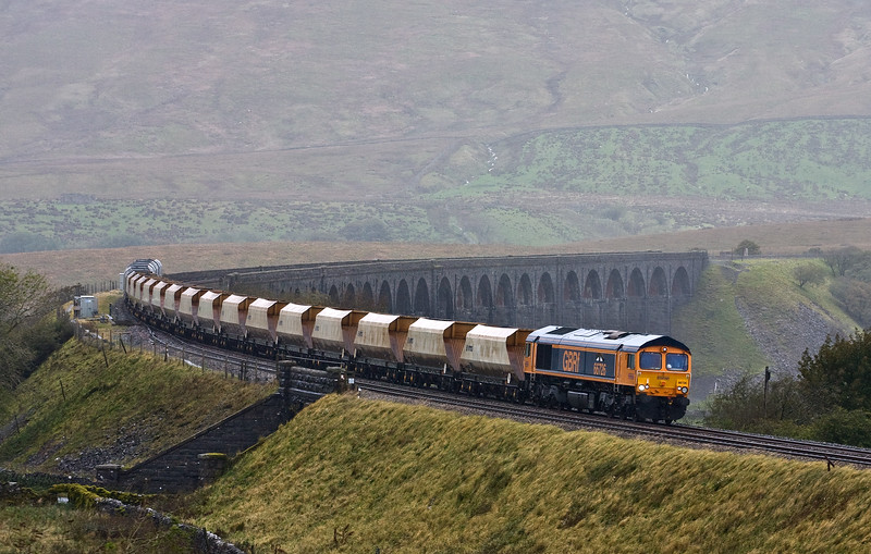 66726, 11.25 Arcow Quarry-Pendleton (Manchester), Ribblehead Viaduct, 2-10-17.