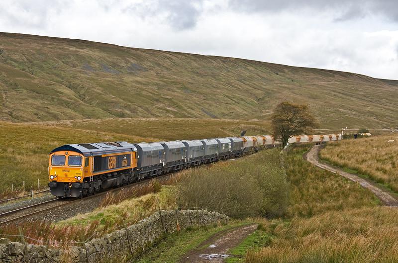 66726, 11.25 Arcow Quarry-Bredbury, Manchester, departs Blea Moor up loop, 3-10-17.