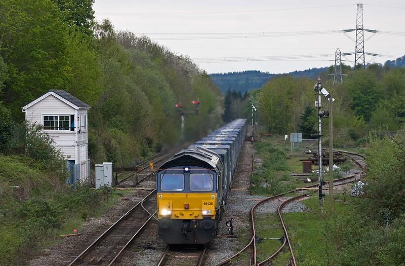 66425, diverted 18.50 Cardiff Wentloog-Daventry RFT,  Abergavenny, 29-4-18.