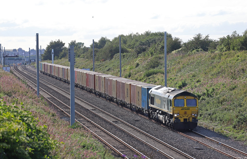 66552, 16.26 Cardiff Wentloog-Tilbury International Rail Freight Terminal, awaiting time in Severn Tunnel Junction up loop, Caldicot, 29-8-18.