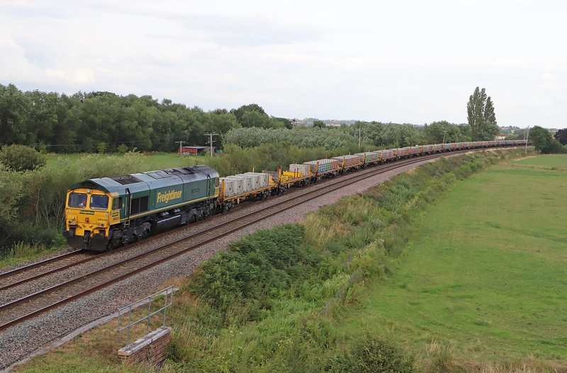 66558/66533, top-and-tail 18.37 Taunton Fairwater Yard-Tackley (Oxfordshire), Oath, near Langport, 27-7-19,