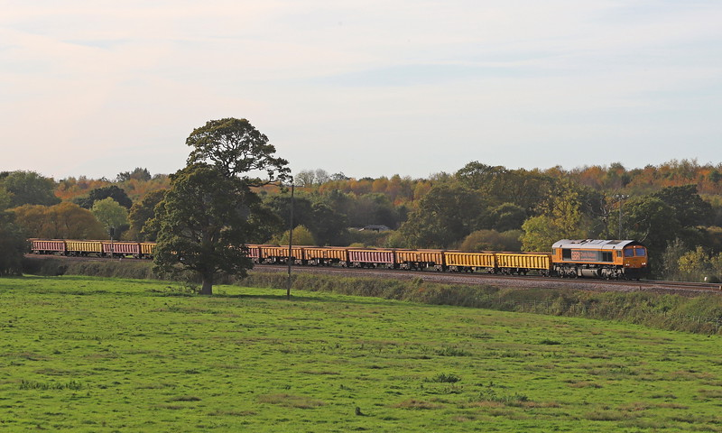 66782 (ex-66046), 13.08 Crediton-Westbury, via run-round in Exeter Riverside Yard, Silverton, near Exeter, 27-10-19.