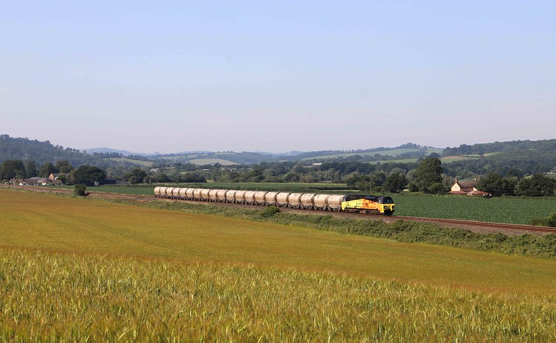 70809, 07.17 Moorswater-Aberthaw Cement Works, between Stoke Canon and Rewe, near Exeter, 25-6-20.