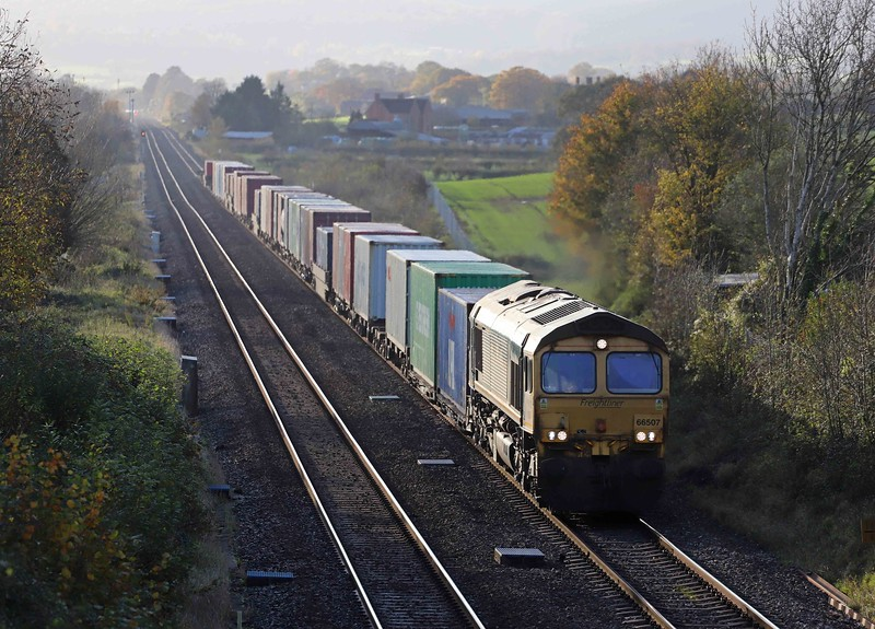 66507. diverted 13.29 Cardiff Wentloog-Southampton Maritime Container Terminal, Oakle Street, near Gloucester, 4-11-20.
