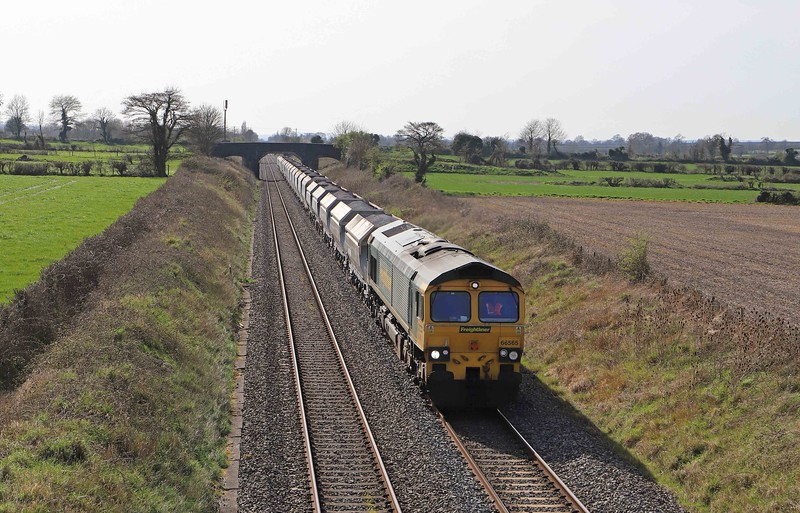 66565, 14.17 Avonmouth Bennett's Sidings-West Drayton, Cowleaze Lane, Edington, near Westbury, 30-3-21. 45min early.