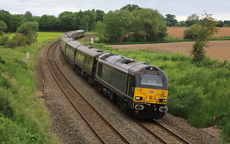 67006/67005, top-and-tail 12.15 Windsor and Eton-St Austell, Willand, near Tiverton, 11-6-21, taking Queen and members of the Royal Family to Cornwall for dinner at the Eden Project with G7 leaders attending their conference at Carbis Bay.