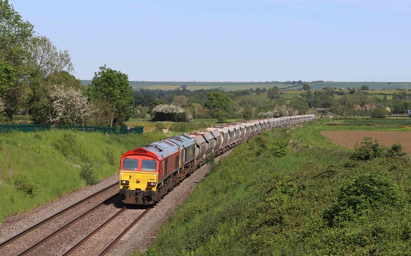 59204/66616, 14.39 London Acton Yard-Whatley Quarry, Witchcombe, Great Cheverell, near Devizes, 1-6-21. 30min late.