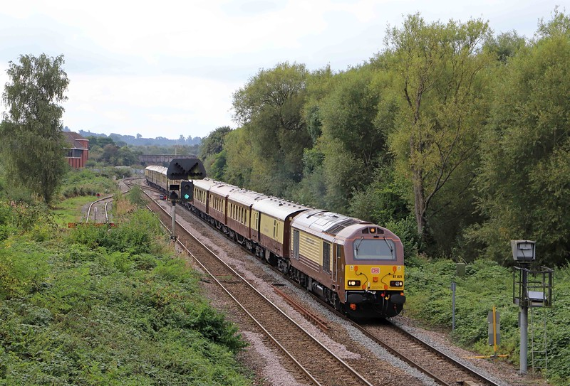 67021, 09.49 London Victoria-Bath Spa, Belmond British Pullman, Hawkeridge Junction, Westbury, 22-9--21. Booked for 2x67.