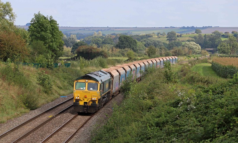 66525, 12.41 London Acton Yard-Merehead Quarry, Witchcombe Farm, Great Cheverell, nearf Devizes, 22-9-21. 1hr late.
